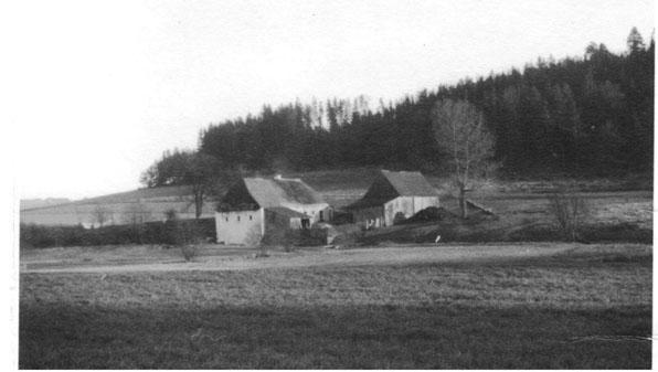 Bereits im 17. Jahrhundert wurde in der  Hechtlmühle am Loisbach Getreide gemahlen.